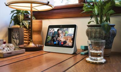 Facebook lanza una pantalla inteligente para hacer videollamadas