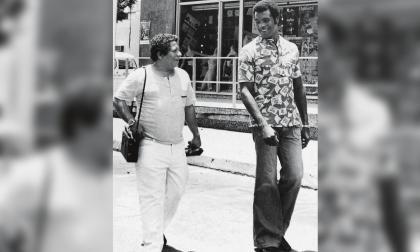 Fabio Poveda y el boxeador cubano Teófilo Stevenson.