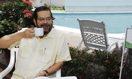 El escritor y diplomático colombiano David Sánchez Juliao (1945–2011).
