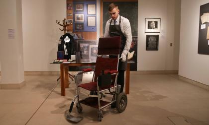 Subastarán en Londres objetos personales de Stephen Hawking