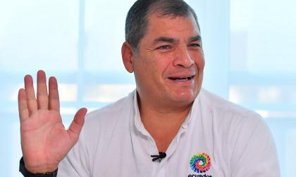 """Correa denuncia una """"persecución política"""" en Ecuador tras decisión judicial"""
