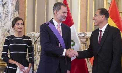 Reyes de España llegan a Perú antes de Cumbre Iberoamericana en Guatemala