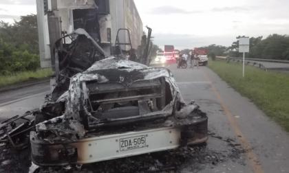 Presuntos guerrilleros del Eln quemaron un camión.