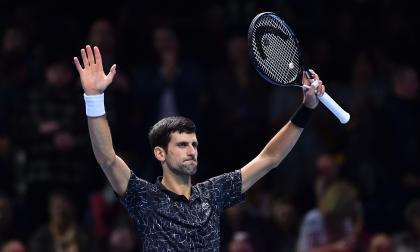 Djokovic le gana a Zverev y clasifica a semifinales del Másters