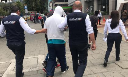 Migración Colombia expulsará a tres venezolanos que robaron camioneta en Bogotá