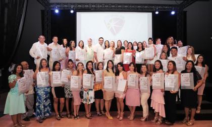 Los docentes que recibieron su título de especialistas.