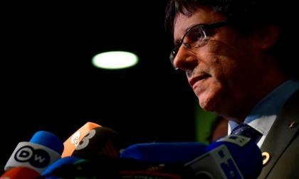 Puigdemont pide a independentistas catalanes presos que cesen huelga de hambre