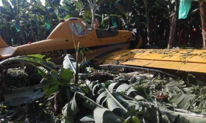 Piloto de avioneta sale ileso tras estrellarse en una finca bananera, en Magdalena