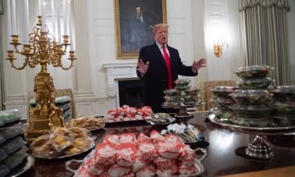 En video   Trump pagó de su bolsillo pizza y hamburguesa para recepción en la Casa Blanca