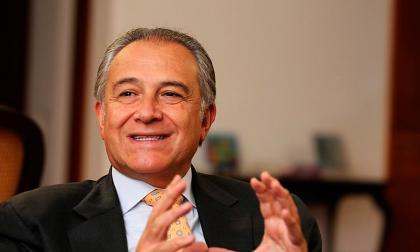 General Óscar Naranjo niega haber protegido al Chapo Guzmán a cambio de dinero