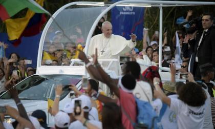 """Papa pide más compromiso contra """"cualquier forma de corrupción"""" en la política"""