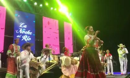 En video | Los bailes cantaos iluminan la gran Noche del Río