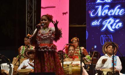 Los bailes 'cantaos' iluminan la gran Noche del Río