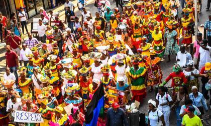 Palenqueras se 'toman' con sus poncheras el Centro Histórico