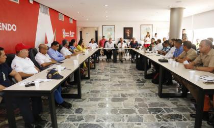 Aspecto de la reunión que sostuvieron ayer.