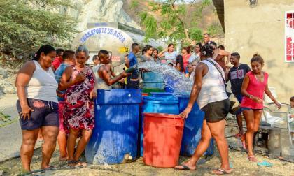 Carrotanques y tractomulas llevan agua a Santa Marta por emergencia