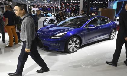Tesla ya permite la autonomía parcial para sus autos, pero el camino para tener la autonomía total enfrenta considerables obstáculos legales y de regulación.