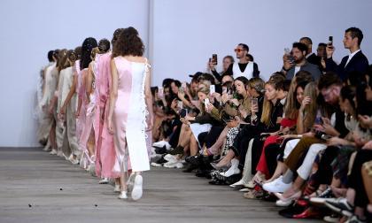 Gucci, YSL y Balenciaga dejarán de contratar a modelos menores de edad