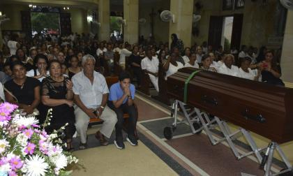 Se cumplen honras fúnebres de docente de la CUC accidentada en la Vía al Mar.