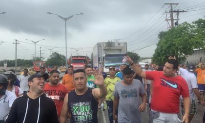 Trancón en la Circunvalar por protesta de conductores de Dacia