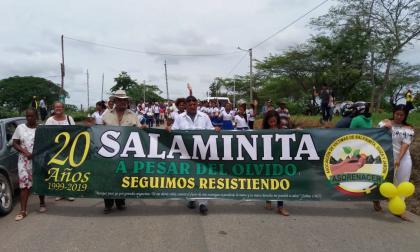 Los habitantes marcharon en conmemoración a los 20 años de la incuersión paramilitar en Salaminita.