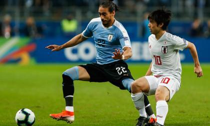 Un gol de Giménez le da el empate 2-2 a Uruguay frente a Japón