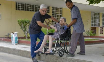 Discapacitados aún sufren por las barreras arquitectónicas