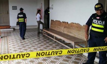 Lanzan explosivo casero contra sede legislativa en Costa Rica