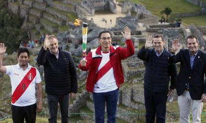 Llama de los Juegos llega a Machu Picchu