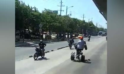 En video   Motociclistas realizan piques ilegales en el carril 'Solo bus'