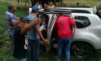 Estado en que quedó la camioneta Renault Duster en el que viajaba la familia Martínez -Montes.