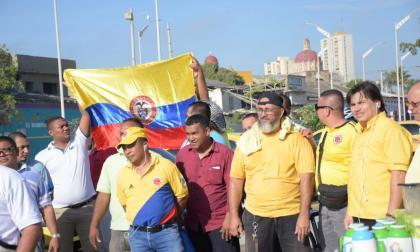 En video | Gremio de taxistas se concentra a las afueras del estadio Édgar Rentería