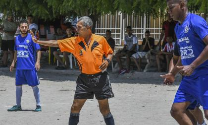 A jugar se dijo | Erick Cabrera Colina, un 'show' como árbitro