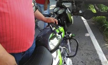 Motociclista perdió la vida al chocar contra tractocamión