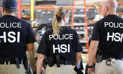 En video | Detienen a 680 inmigrantes sin papeles en varias fábricas del sureste de EEUU