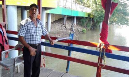 """""""Desde aquí he visto crecer a Montería, pero también varios cadáveres que bajan por el río"""", asegura Manuel Ruiz Peralta."""