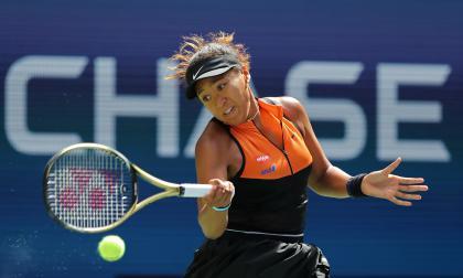 US Open: Osaka y Halep avanzan, Thiem y Tsitsipas caen
