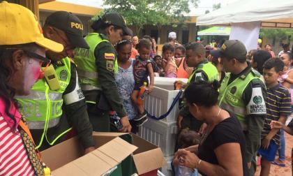 Policía de Infancia realiza actividad para niños venezolanos
