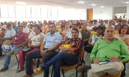 Docentes reunidos en Córdoba durante el primer día de paro