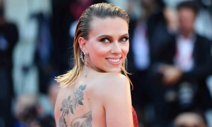 Scarlett Johansson defiende a Woody Allen y dice que volvería a trabajar con él