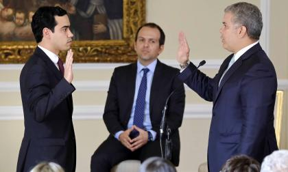 Rodríguez se posesiona ante el presidente Duque.