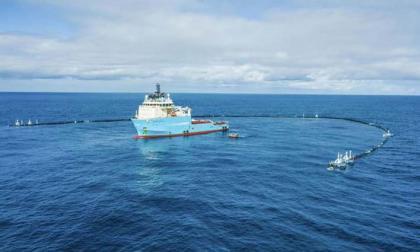 Buque de una oenegé recoge plástico en el Pacífico por primera vez
