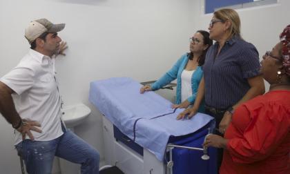 El alcalde Char en compañía de la secretaria de Salud, Alma Solano.