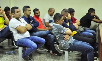 Capturan a 14 policías señalados de favorecer contrabando de gasolina