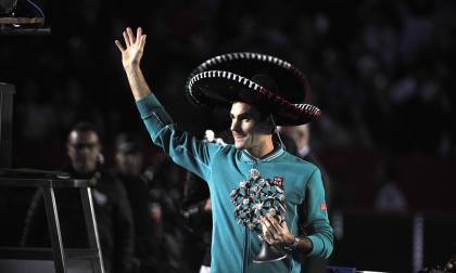 El tenista suizo Roger Federer durante su partido de exhibición en México.