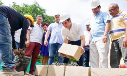 La Costa en breves | Quessep pone primera piedra para IE de Chochó