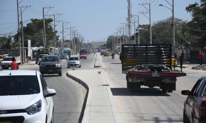 Vehículos transitando por La Cordialidad, a la altura de Villa San Pedro 2.