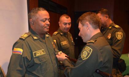 Policía de Cartagena condecora a 50 uniformados