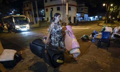 Parques dormitorio, la opción desesperada de venezolanos sin casa en Colombia