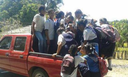 Sin el transporte escolar los estudiantes se ven expuestos a traslados peligrosos.